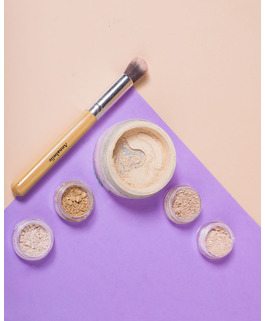 mineral concealer in natural fair, no clogged pores