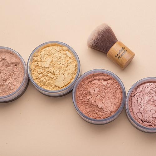 Makijaż rozświetlaczami Annabelle Minerals